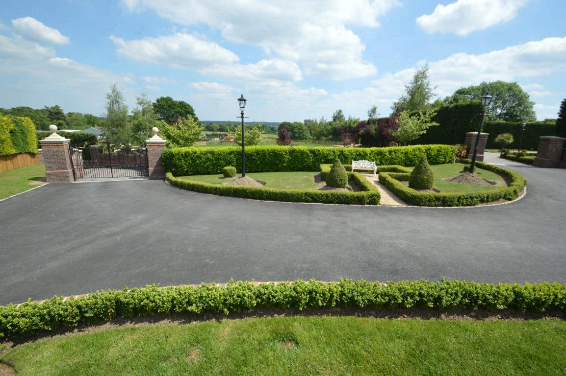 Property for sale   4 Bedroom  House property in Farley Hill, Berkshire, RG7     